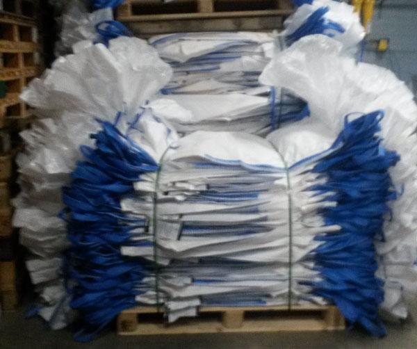 Gebandoleerde big bags op een pallet