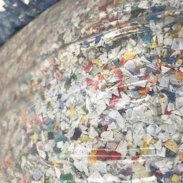 PET flakes in zak